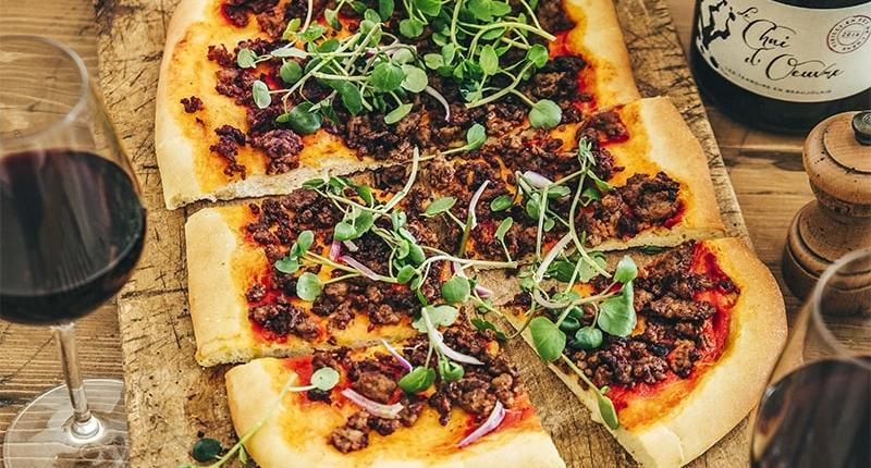 Pizza à l'agneau épicé