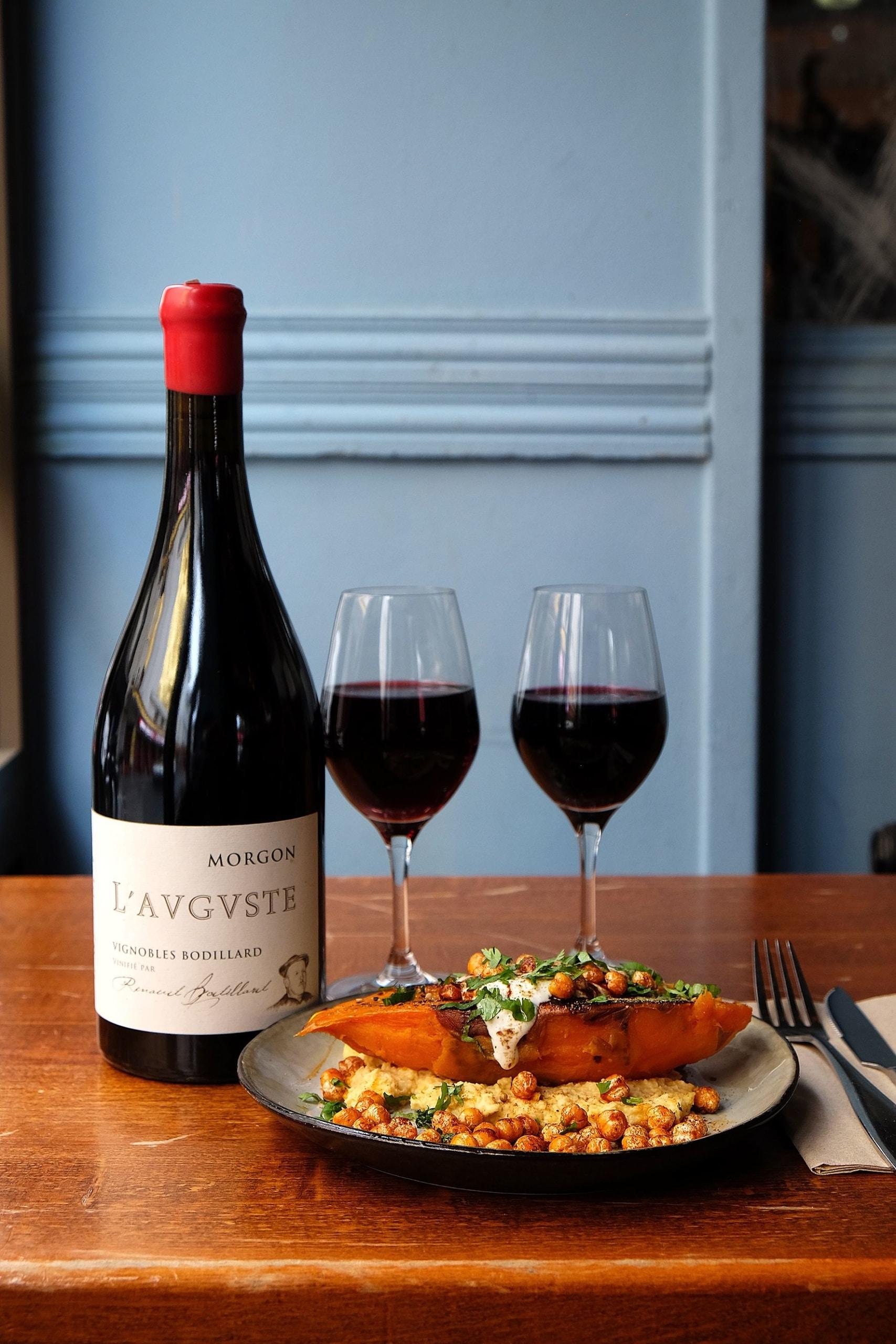 Patate douce aux épices accompagnée d'un Morgon des Vignobles Bodillard.
